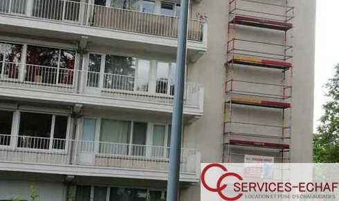 Colonne d'accès pour toiture d'immeuble