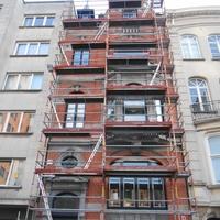 Fronton et façade rénovée en toute sécurité