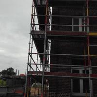 Echafaudage pour le refaire les joints de façade